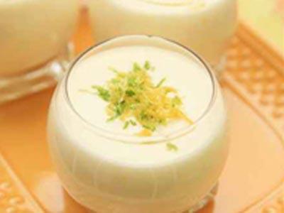 Entremets au lait de coco et à la mangue