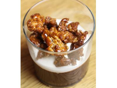 Verrine chocolat, chantilly au thé, pop-corn caramélisé épeautre et avoine