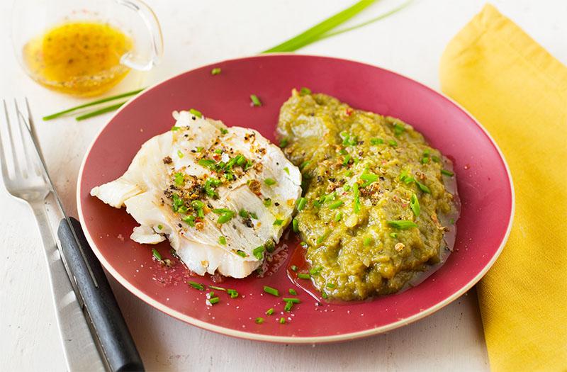Purée de haricots vert, poisson vapeur, sauce vinaigrette citron & gingembre sans gluten