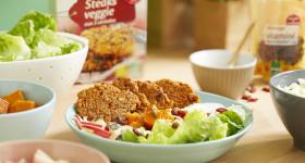 Recette de salade chaude et froide à base de croquettes de céréales veggie