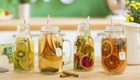 image bloc page accueil avec 4 thés avec des fruits dans le thé recette soue agrume