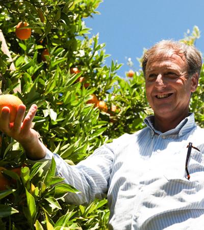 agriculteur orange jardin bio