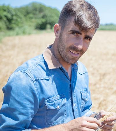 portrait agriculteur jardin bio blé dur